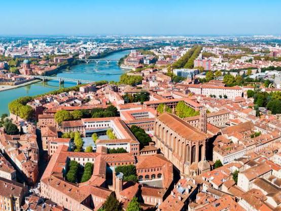 Avec sa fortune, Bernard Arnault pourrait acheter tous les logements de Toulouse