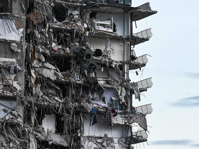 Effondrement d'un immeuble près de Miami: les autorités sans nouvelles de 99 personnes