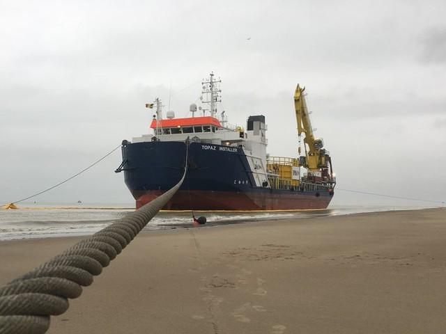 """Experiment met reusachtig schip op strand: """"Willen aantonen dat schip kan stranden zonder dat het schade oploopt"""""""