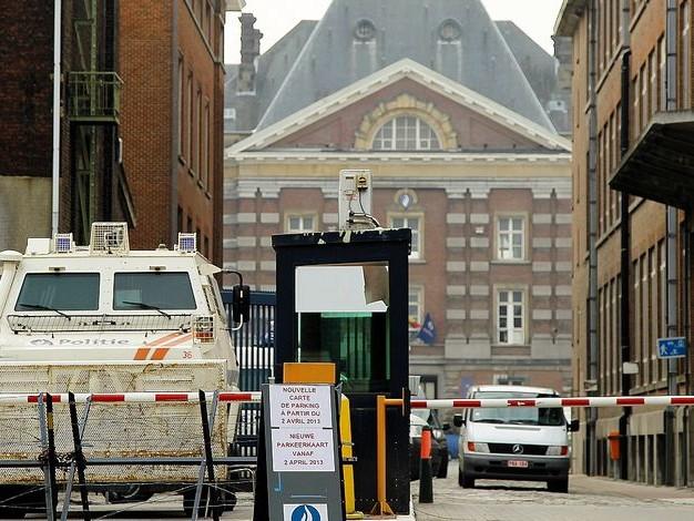 Sept policiers mettent le commissaire général en demeure: Une policière enceinte de 6 mois avait deux fois trop de cobalt dans le sang !