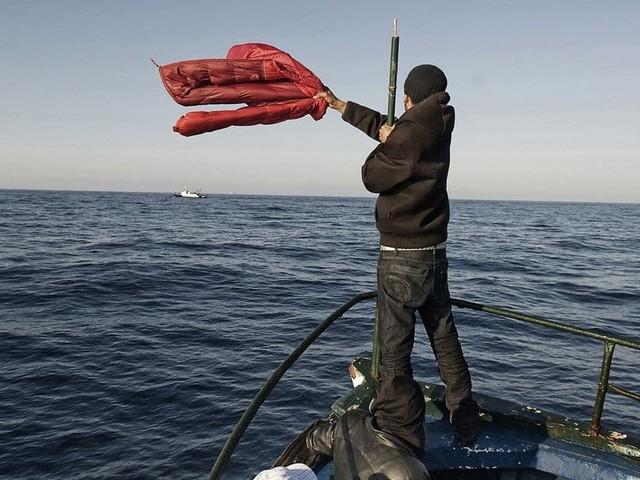 Un bateau fait naufrage avec 130 migrants à bord en Méditerranée