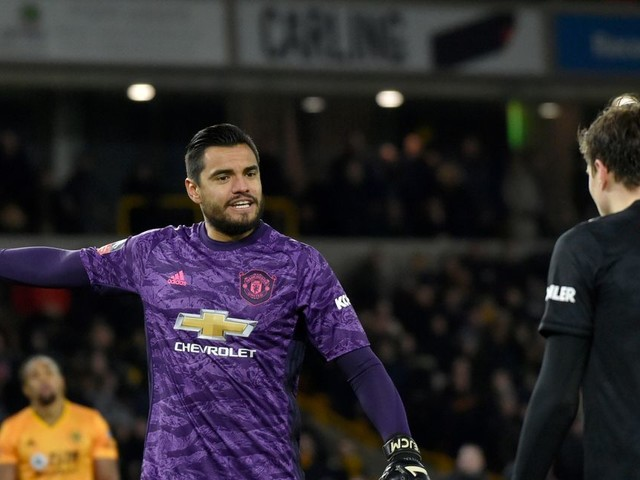 Premier League: le gardien argentin de Manchester United Romero, indemne après un accident de voiture