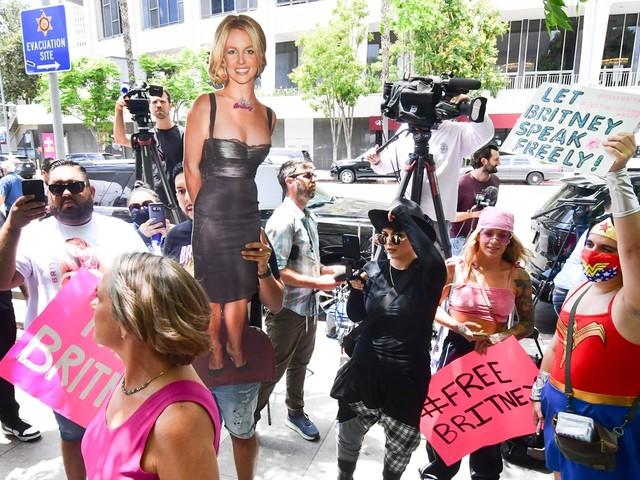 """Sterren steunen Britney Spears na emotionele getuigenis: """"We houden van je"""""""