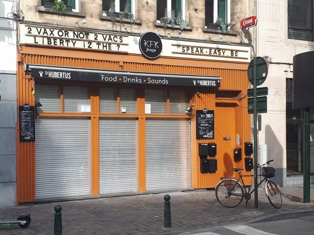 Cafébaas in Brussel neergestoken bij discussie over Covid Safe Ticket