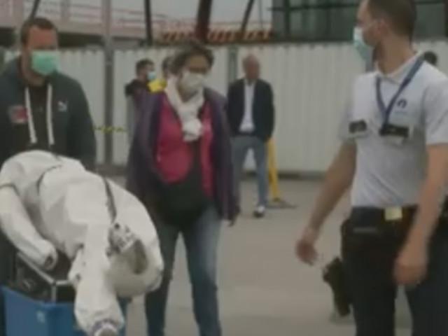 Affaire Chovanec: la scène de l'interpellation reconstituée sur le tarmac de l'aéroport de Charleroi (vidéo)