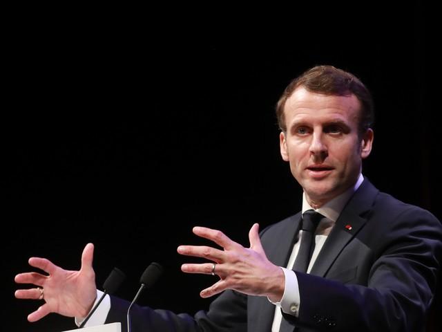 """Emmanuel Macron """"pousse une contre-offensive"""" politique, selon Alain Duhamel"""