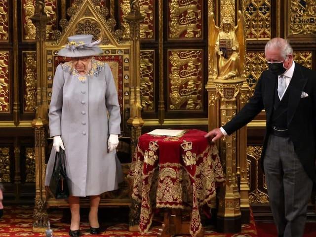La reine Elizabeth II fait sa première apparition officielle depuis le décès du prince Philip