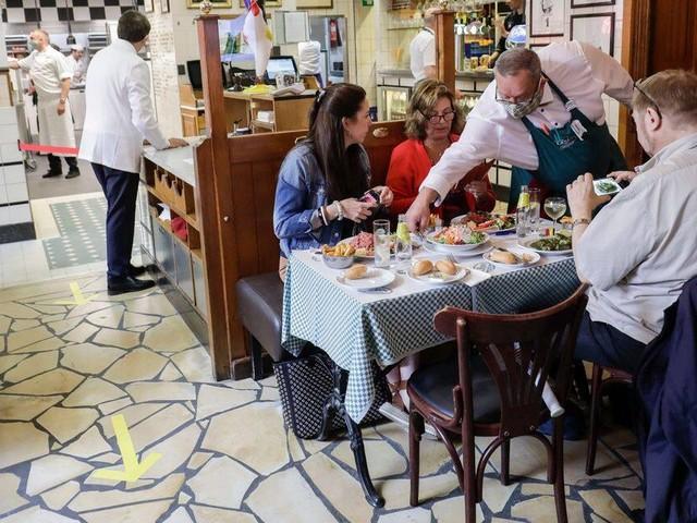 Restaurant entre collègues, fête d'anniversaire, sport...: quelle vie sociale peut-on avoir suite aux nouvelles règles du CNS ?
