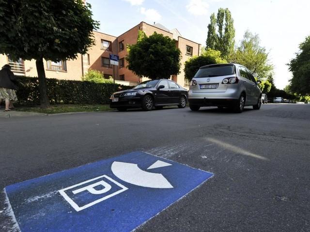 Le gouvernement bruxellois veut supprimer 65.000 places de stationnement en surface