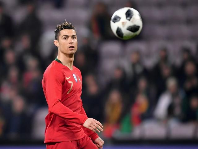 Confinement : Ronaldo battu à son propre challenge abdos par une athlète
