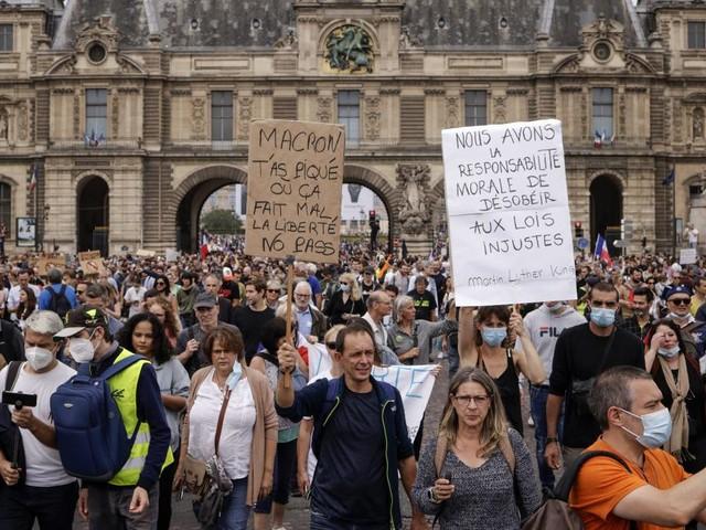 France: plus de 110.000 personnes dans les rues contre la «dictature sanitaire»