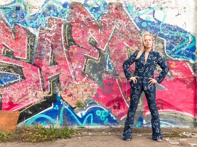 Elfi De Bruyn: moderne heksen dragen sneakers en kijken Netflix