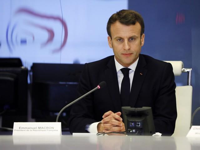 Macron: 'Alle betogers medeplichtig' aan geweld op Champs-Elysées
