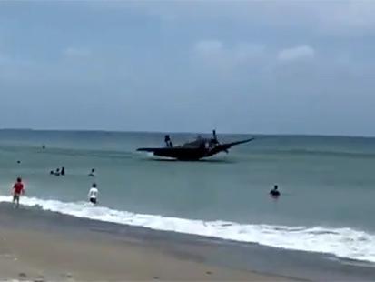Insolite : un avion de musée amerrit à proximité des vacanciers