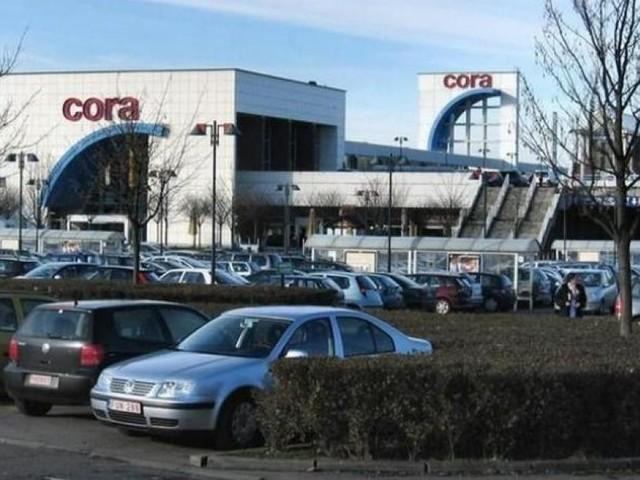 Un garçon de 13 ans à trottinette percute un cyclomoteur sur le parking Cora à Rocourt: l'adolescent a été emmené à l'hôpital