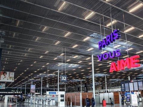 Orly, Disneyland Paris, Le Louvre... En France, l'économie à l'arrêt