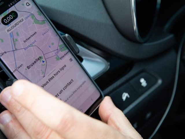 Il faut un statut de chauffeur digne et faire cesser les méfaits d'Uber et de Heetch, selon le PTB