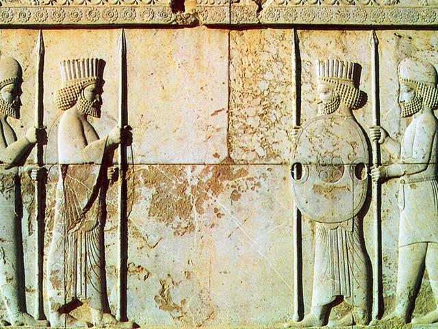 Ces recherches archéologiques révèleraient que les Perses reconnaissaient 3 genres il y a 3 000 ans