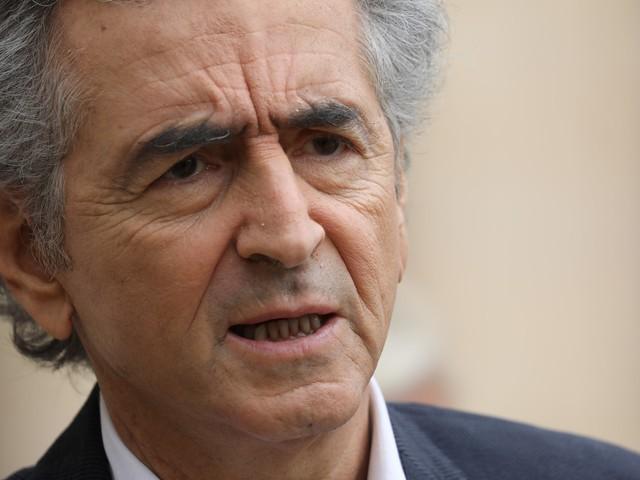 """Parler du coronavirus plutôt que de la Syrie, une """"monstrueuse erreur de proportion"""", dit BHL"""