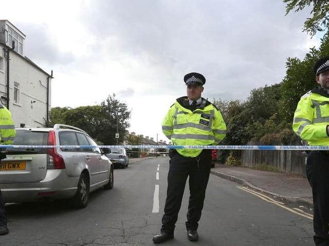"""Angleterre: pensant empêcher une """"rave party"""", la police tombe sur des dizaines de retraités attendant leur vaccin"""