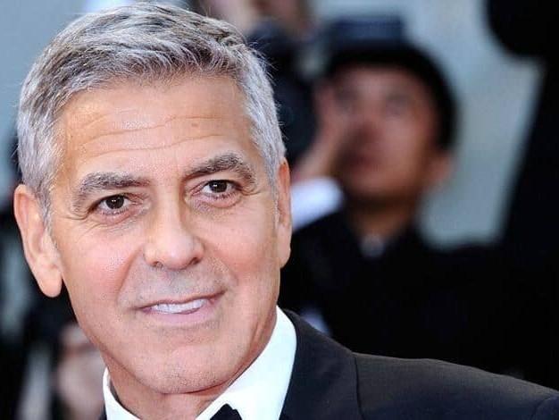 George Clooney a offert 14 millions de dollars en cash à ses amis