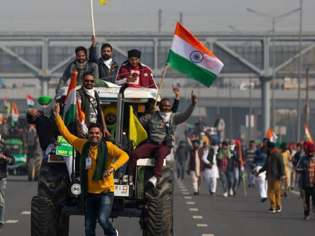 Une fête nationale chaotique en Inde: des agriculteurs en colère envahissent New Delhi
