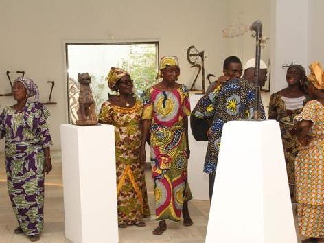 Sabres, spectres royaux... Retour au Bénin de 28 objets appartenant aux anciens rois d'Abomey
