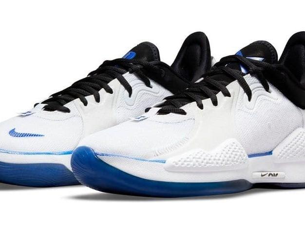 Avis aux amateurs: Nike et Playstation dévoilent une nouvelle paire de baskets aux couleurs de la PS5