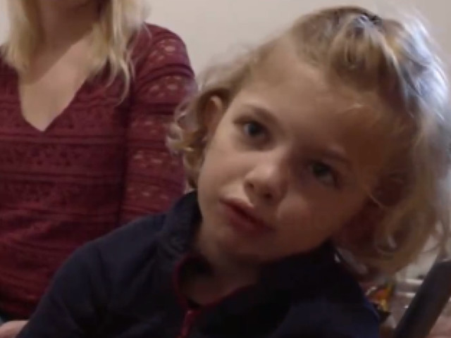 Stella, une petite Française transgenre de 8 ans, témoigne: «La nature a commis une erreur. C'est pas grave si elle s'est trompée!» (vidéo)