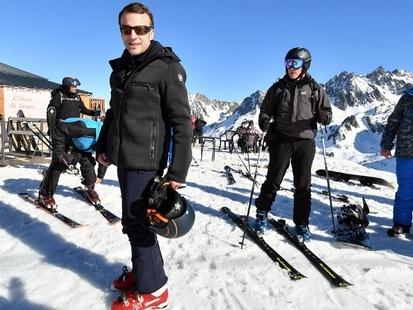 Face à la violence des gilets jaunes à Paris, Emmanuel Macron écourte son séjour à la montagne