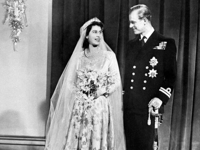 La reine Elizabeth et le prince Philip ont fêté leurs noces de fonte: retour sur cette journée de mariage de 1947