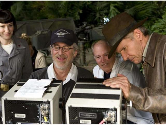 Avant de réaliser son premier film, Arachnophobia, Frank Marshall avait produit Indiana Jones ou Retour vers le futur
