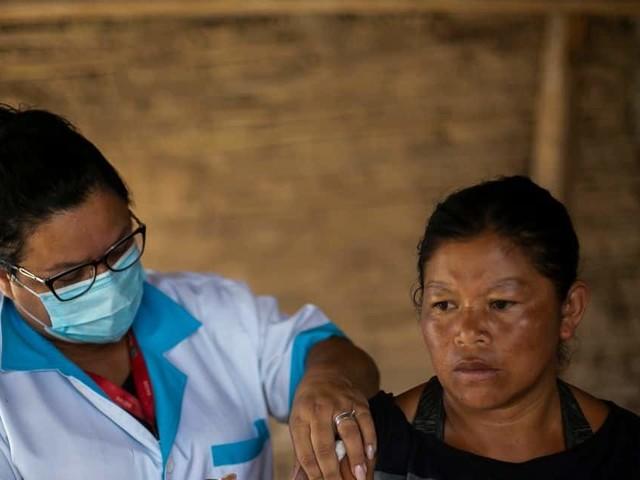 Vaccins pour tous en vue aux Etats-Unis, décès records au Brésil