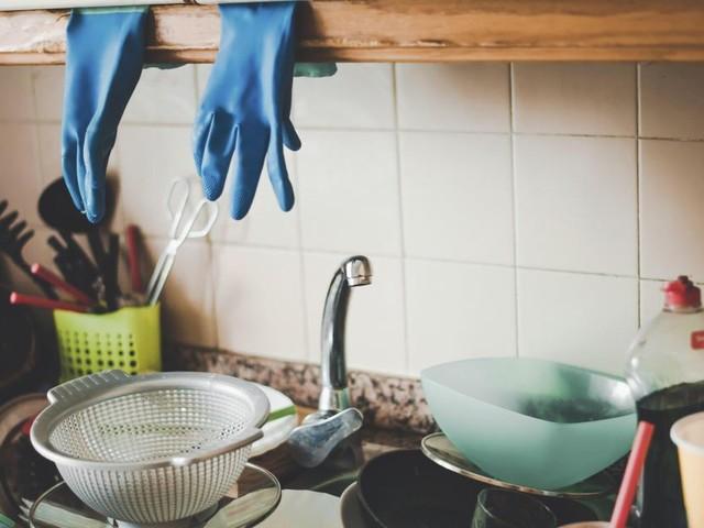 Son mari condamné car il ne l'aide pas assez à la maison: «Il partait travailler et m'abandonnait, me laissant m'occuper du ménage et de notre enfant»