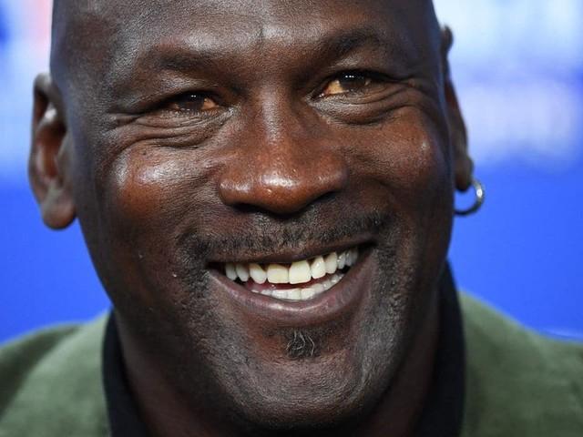 Un maillot de Michael Jordan vendu aux enchères 1,38 million de dollars