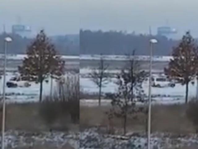 La neige semble inspirer nos policiers: un autre combi filmé dans une situation un peu particulière