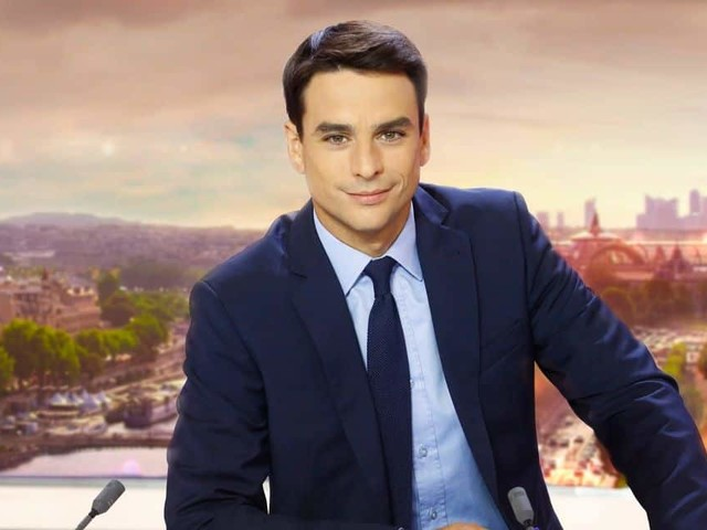 Alors qu'il n'a pas fait d'école de journalisme et qu'il a arrêté ses études à 19 ans, Julian Bugier devient le nouveau visage du 13heures de France 2