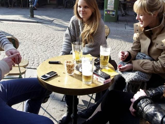 Vous irez boire un verre en terrasse ce samedi? Voici comment profiter d'une bière gratuite