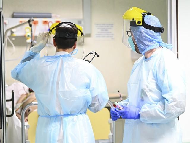 """Steven Van Gucht: """"Eind december misschien onder de 75 ziekenhuisopnames per dag"""""""