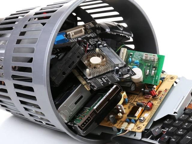 Onze appareils électroniques par ménage dorment dans les placards : comment recycler votre vieil électro ?