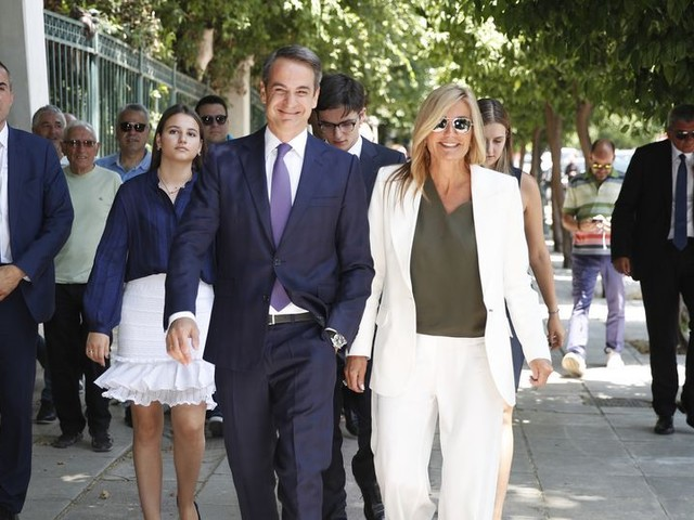 Nieuwe Griekse premier Mitsotakis legt de eed af