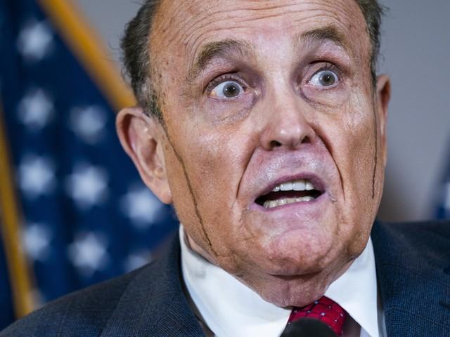 Schadeclaim van 1 miljard boven hoofd van Trump-advocaat Giuliani