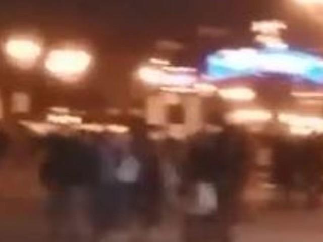 Disneyland Paris: un mouvement de foule dans le parc, des visiteurs confinés (vidéo)