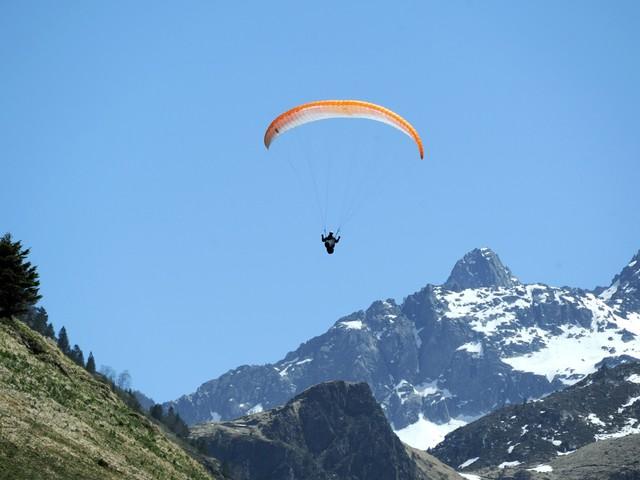Pyrénées : des recherches en cours pour un pilote de parapente disparu depuis trois jours