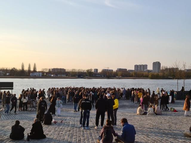 Politie moet optreden tegen honderdtal feestende jongeren in Antwerpen