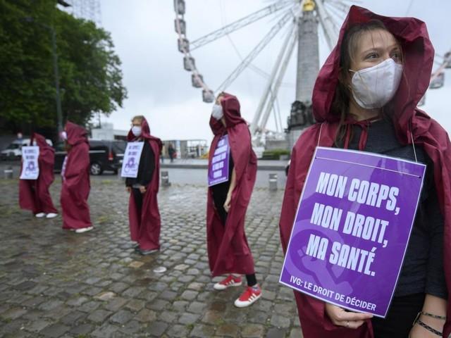 La loi sur l'avortement: la nécessité de préserver les droits des femmes, les convictions et la démocratie