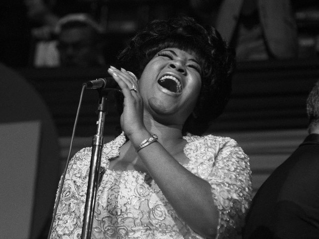 Aretha Franklin, Indomitable 'Queen of Soul,' Dies at 76