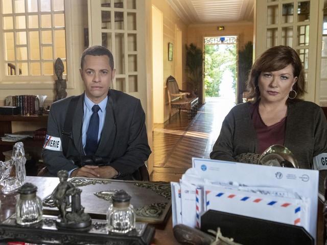 Le scénario et les interprètes de La malédiction du volcan, téléfilm rediffusé ce samedi soir.