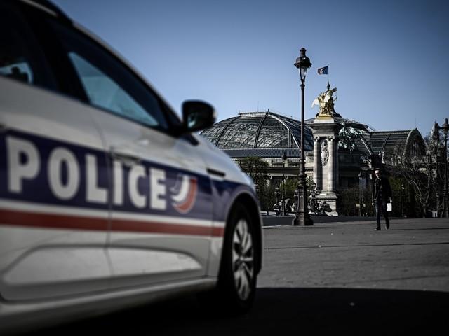 Paris : un automobiliste fuyant la police renverse et tue un cycliste