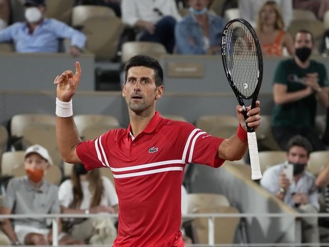 Novak Djokovic klopt Rafael Nadal na titanenstrijd en staat in finale Roland Garros